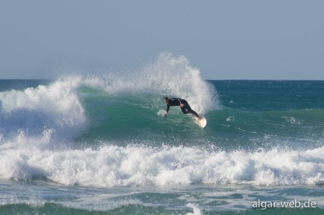 Surfer am Praia do Amado, Westküste, Algarve