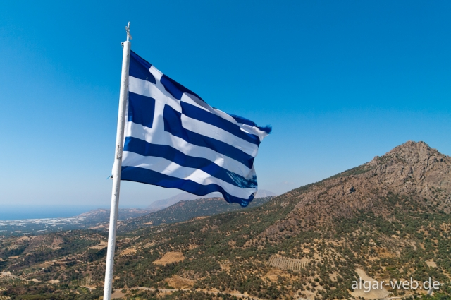 Griechische Fahne über der Messara-Ebene, Kreta