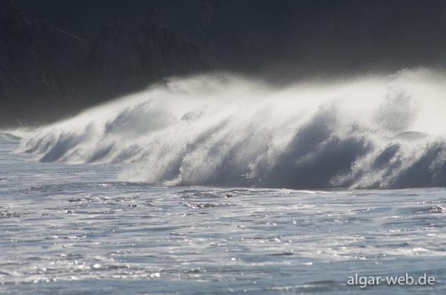 Wellen am Praia do Amado, Westküste, Algarve