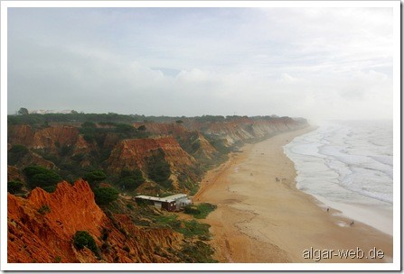 Praia Falesia bei Albufeira zwischen zwei Regenschauern
