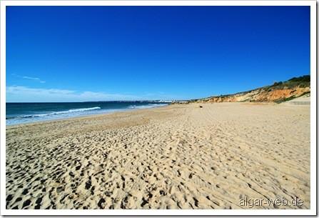 Winter-Einsamkeit am Praia Gale nahe Albufeira/Guia