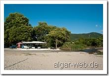 Taverne (mit Wasserspülung) am Karavostasi Beach