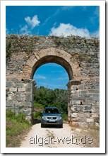 Suzuki NGV auf historischen Pfaden - Nikopolis Stadtmauer