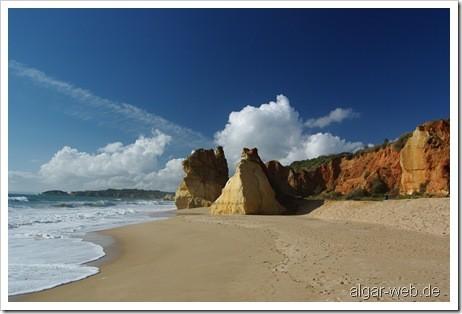 Am Strand von Praia da Rocha, Algarve, Portugal