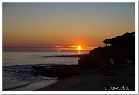 Sonnenuntergang in Olhos d'Agua, Algarve, Portugal