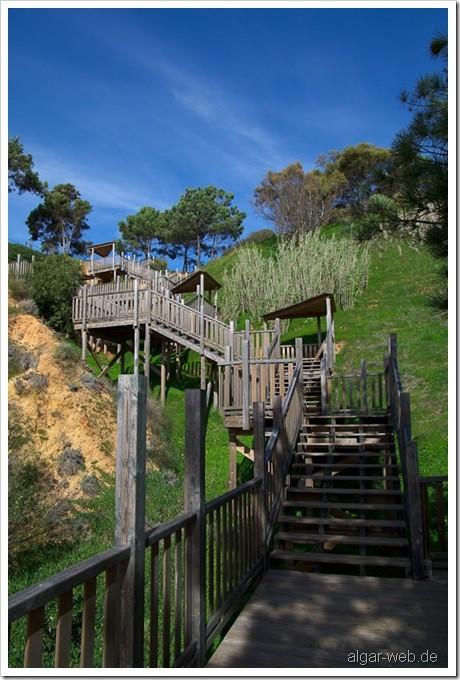 Teil der Treppe vom Riu Palace Algarve runter zum Strand Praia da Falesia, Olhos d' Agua, Albufeira, Algarve; Januar/Februar 2010