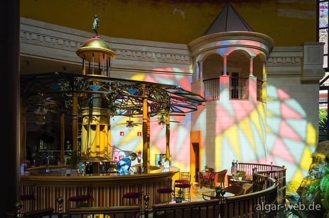 Lichtspiel im Innenraum des Hotel Cordial Playa