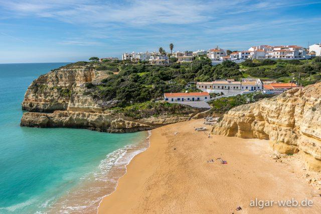 Blick zurück nach Benagil auf dem Weg zum Praia da Marinha