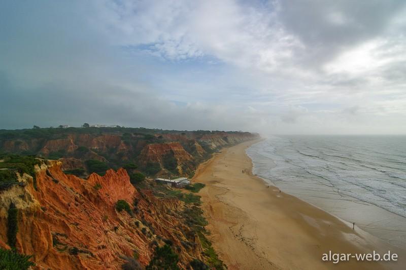 Blick von Olhos d'Agua Richtung Vilamoura über den Praia da Falesia