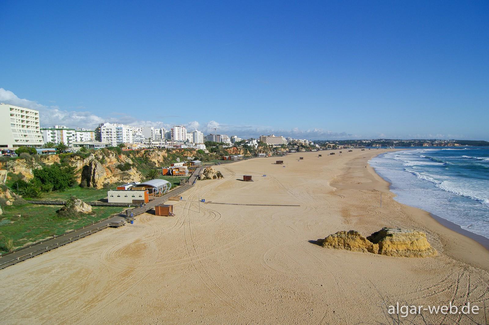Praia da Rocha - Strand hui, Hinterland pfui