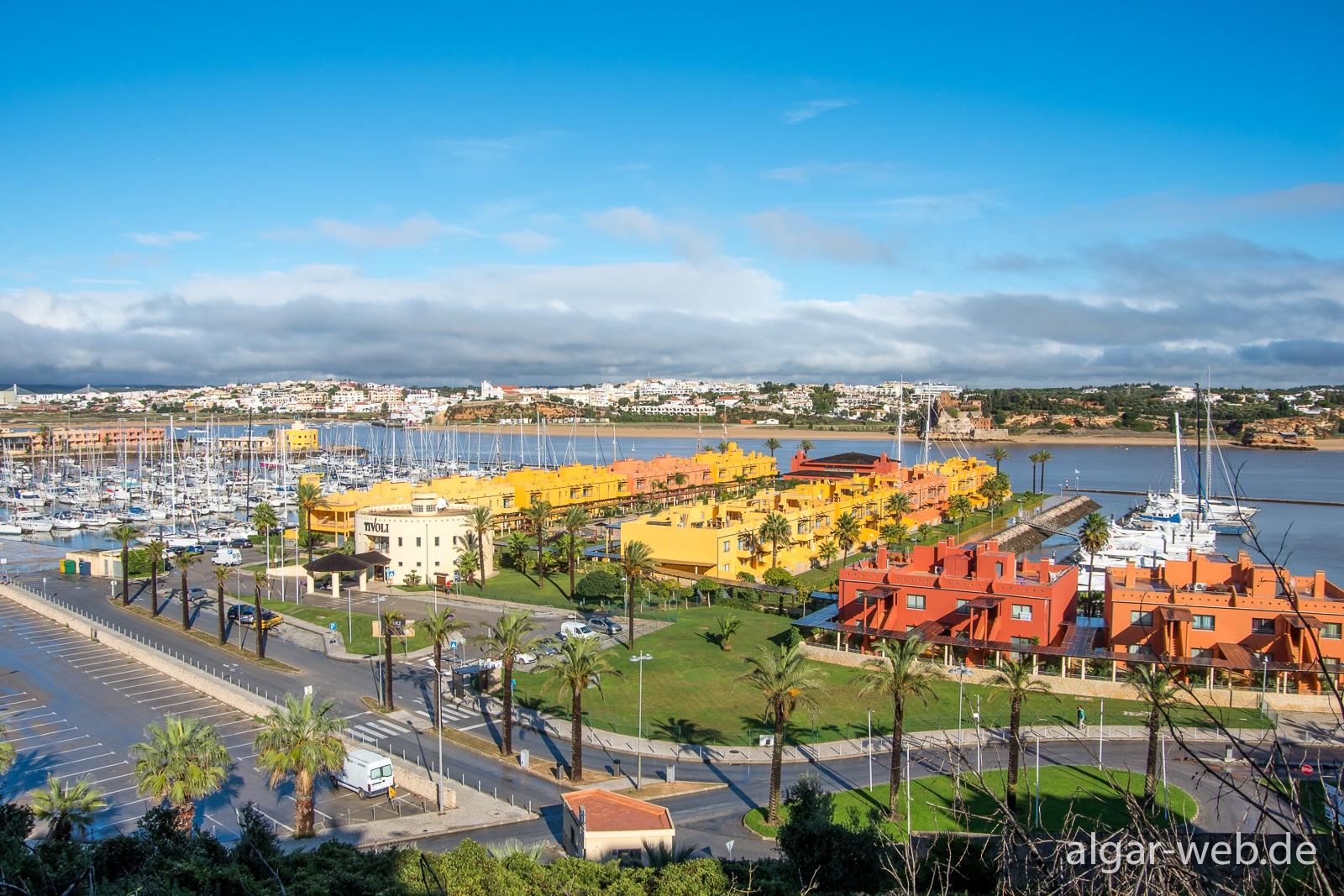 Hotel Tivoli Marina, vom Ort aus gesehen mit Blick Richtung Ferragudo
